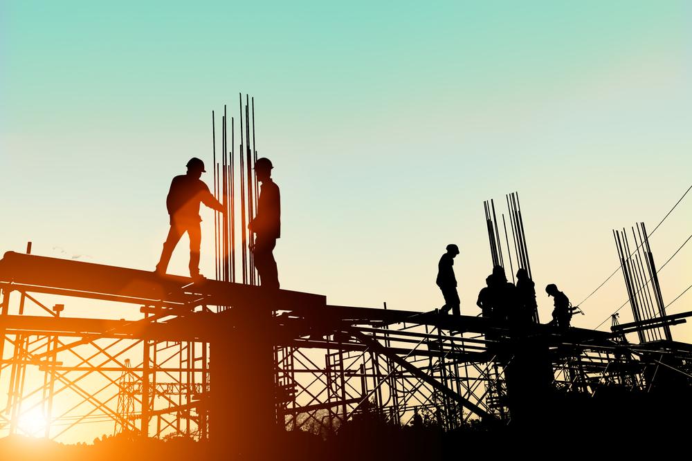 Homens trabalhando em obras